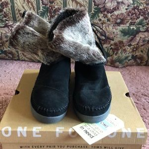 NEVER WORN Tom's Napal Boot. Size 6